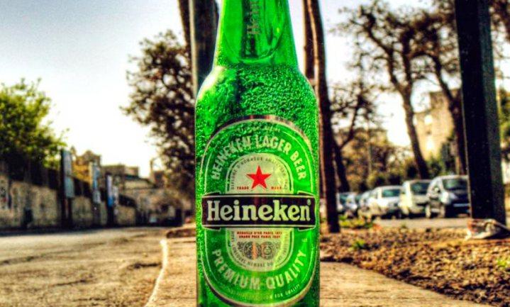 Aziaten kapen wegwerpflesjes Heineken