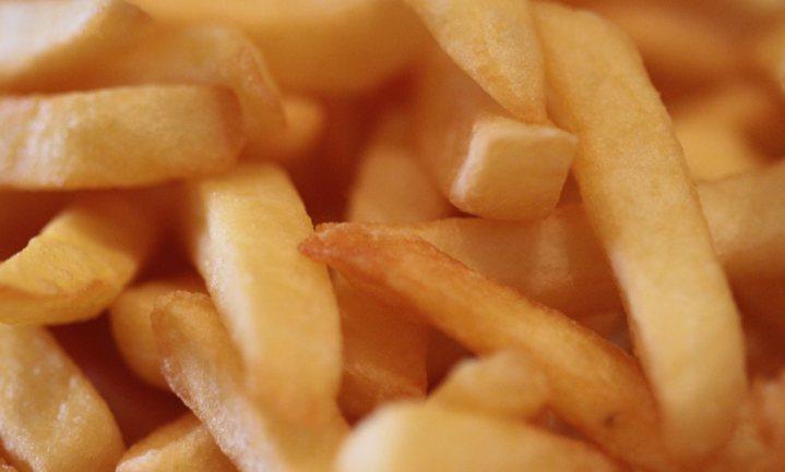 Minister Weyts vindt Belgische acrylamide frites 'hemelse traditie'