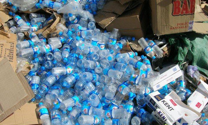 Enzym uit de composthoop breekt plastic in een paar uur af tot monomeren