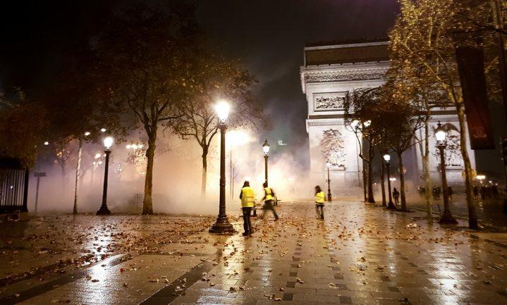 Fransen staan massaal achter gele hesjes en zijn negatief over Macron