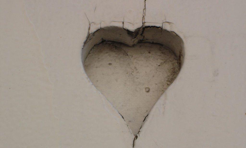 Terwijl het virus opvlamt, ontdekken dokters littekens op het hart