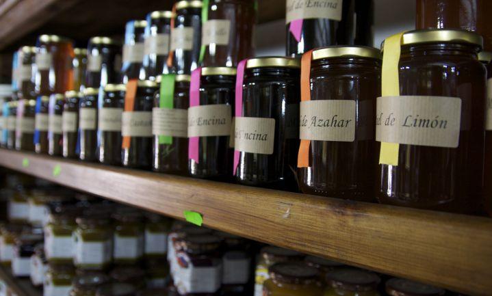 Ruim helft Belgische honingsoorten bedot koper