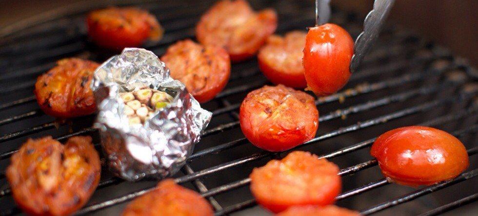 Van de BBQ: gegrillde koude tomatensoep