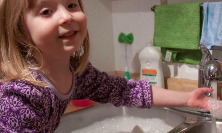 Handafwas helpt mogelijk tegen allergieën