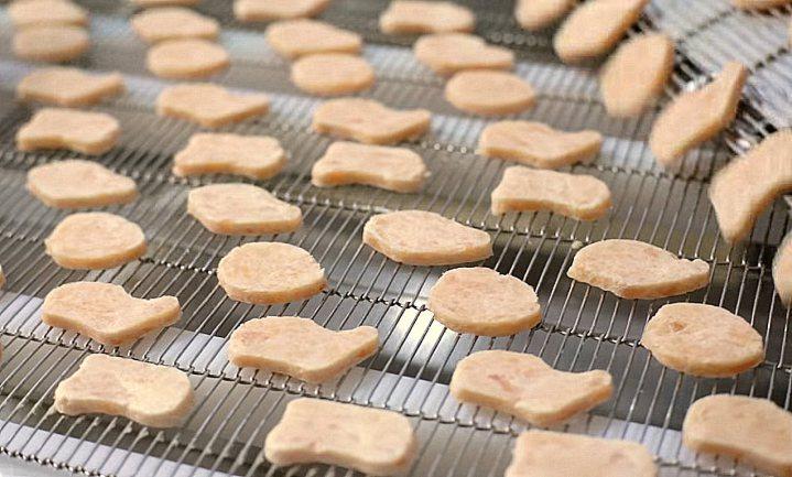 Waarom McDonald's vier kipnuggets voert