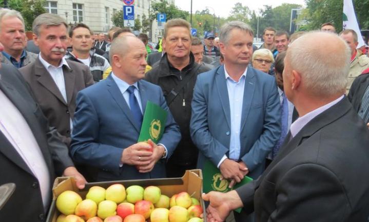 Extra geld voor boeren, Polen woest, landbouw in gevaar