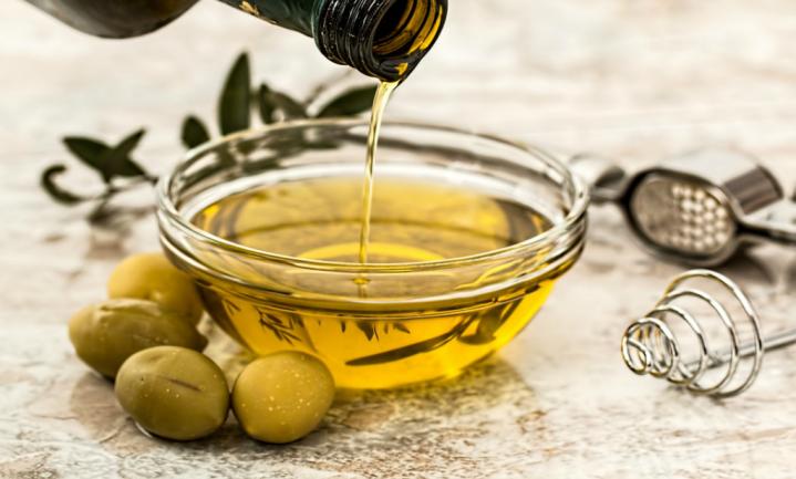 Italiaanse olijfolie-sommelier geeft smaaklessen extra vierge olijfolie
