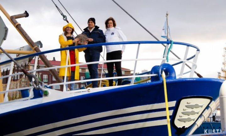 Stichting Noordzeevis uit Scheveningen legt vis bij websuper in de schappen