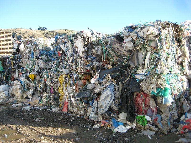 Nederland spil in fraude met Brits plastic dat alleen op papier wordt gerecycled