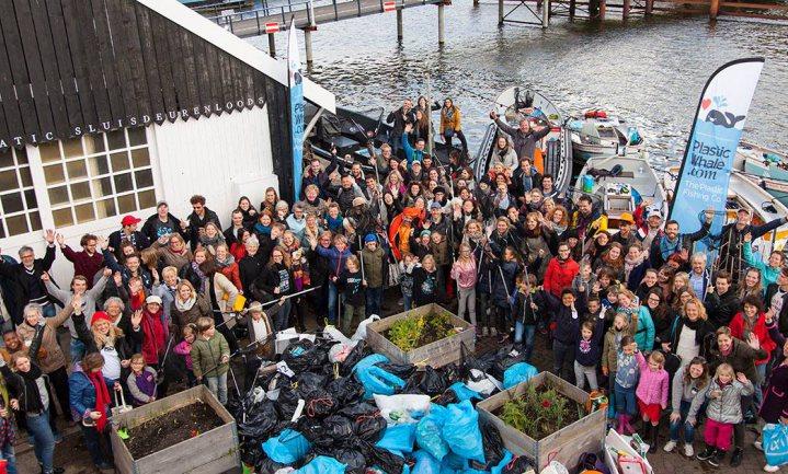 Afvalvissers werken aan een schone zee en gracht