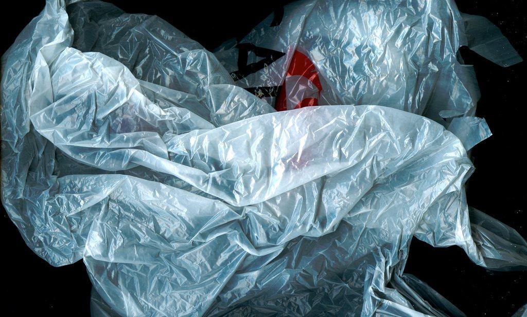 Plastic tasjes binnen jaar verboden in Nederland