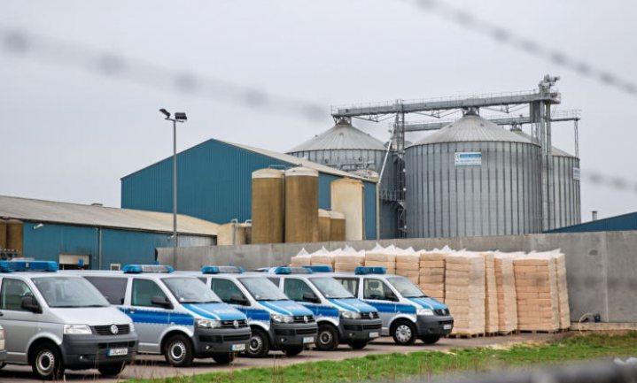 Duitsers sluiten de grootste Nederlandse varkensboer