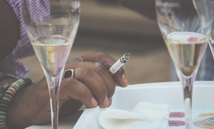 Minder overmatige drinkers, minder rokers, meer overgewicht