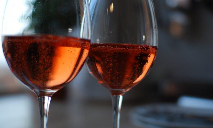 Duijker neemt maat wijnkennis Ilja G. en Hilary A.