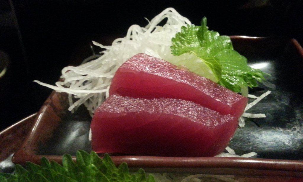 Die mooie rode tonijn kan bedorven zijn