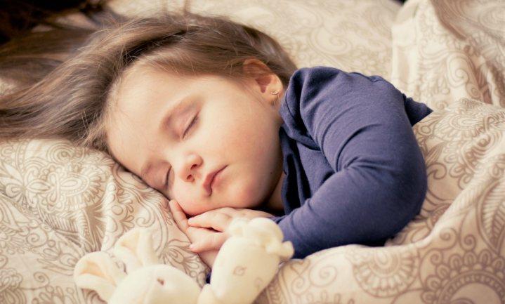 Slaap en regelmaat doet kinderen goed