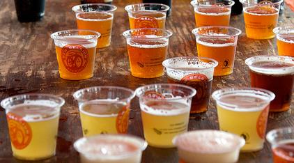 New York versoepelt regels openbaar drinken en wildplassen