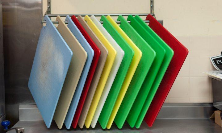 Plastic snijplanken minder veilig dan je denkt