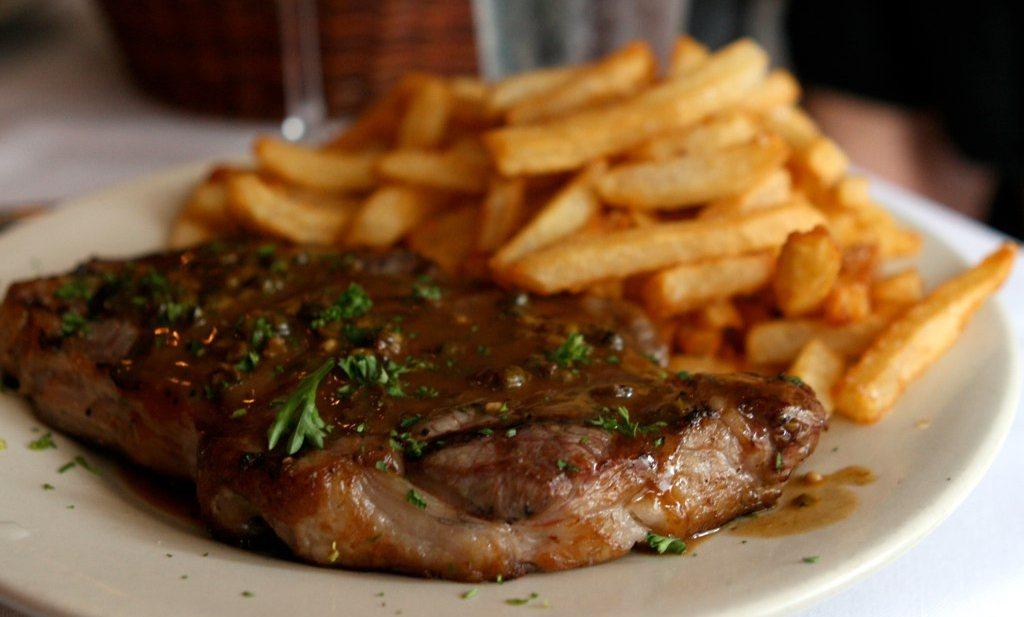 Vlaamse overheid adviseert biefstuk met friet en friet zonder biefstuk