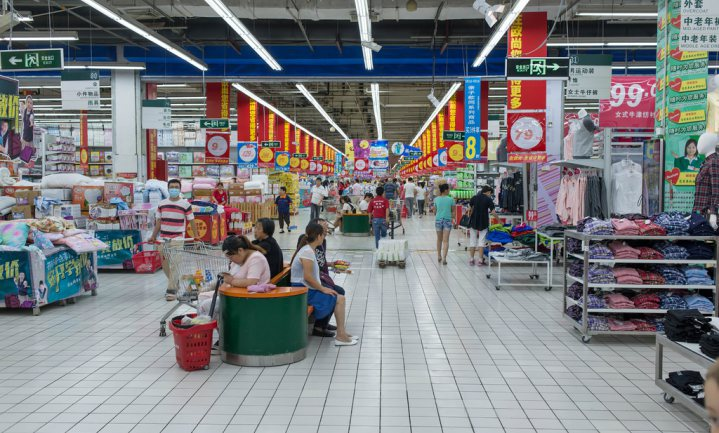 Ook Alibaba kan niet zonder fysieke winkels