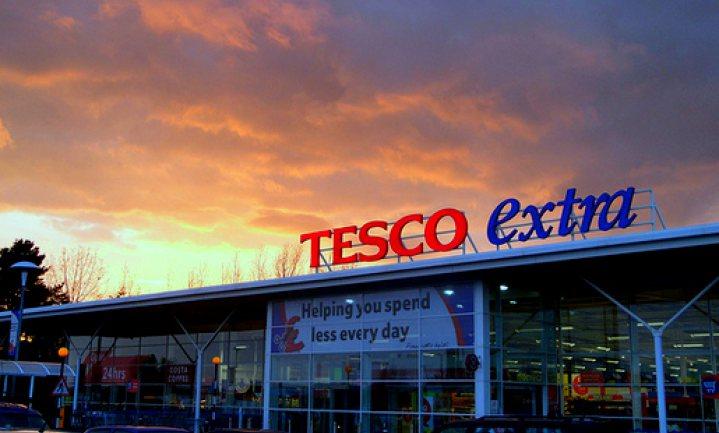 Supermarkt Tesco zou 10.000 banen schrappen