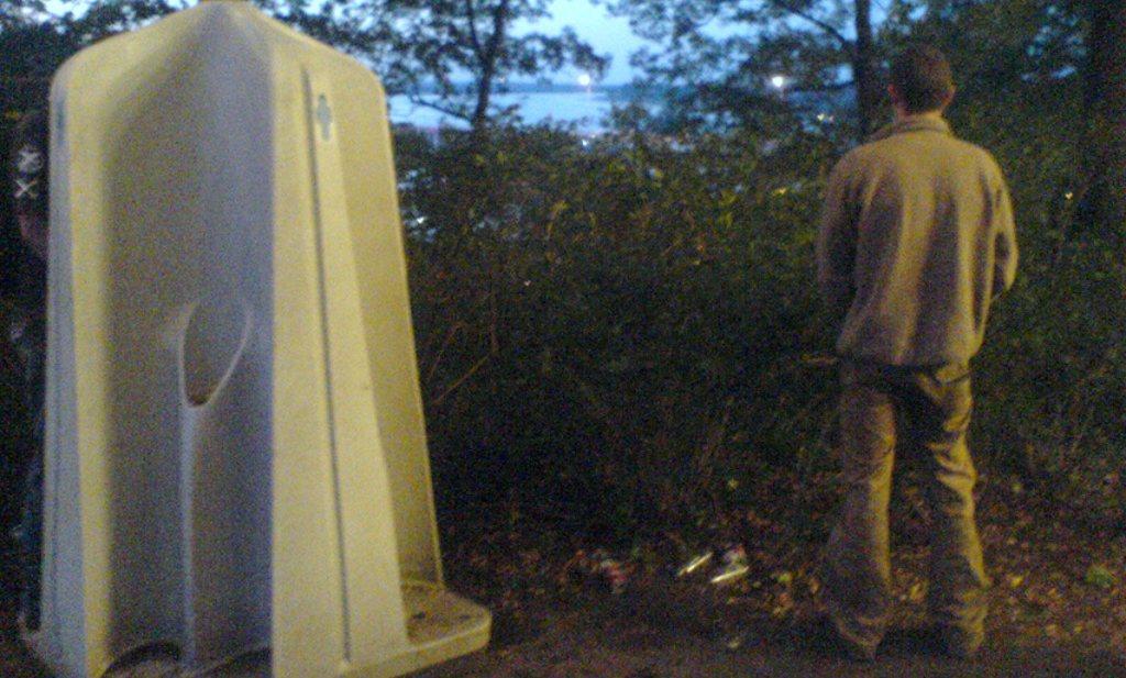 'Gij zult urineren in de vele toiletten en crossjes'
