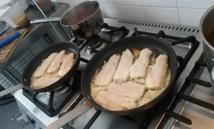 Eigen restaurants van de EU in Brussel neppen vaakst met vis