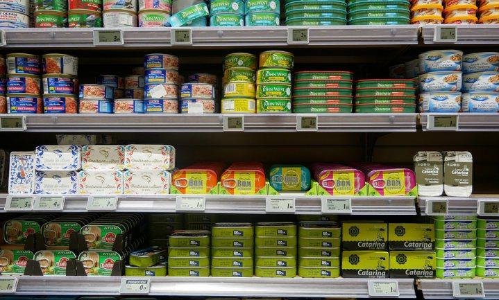 Duurzame met een net gevangen tonijn duurder dan nodig, daarom is er zoveel onduurzame