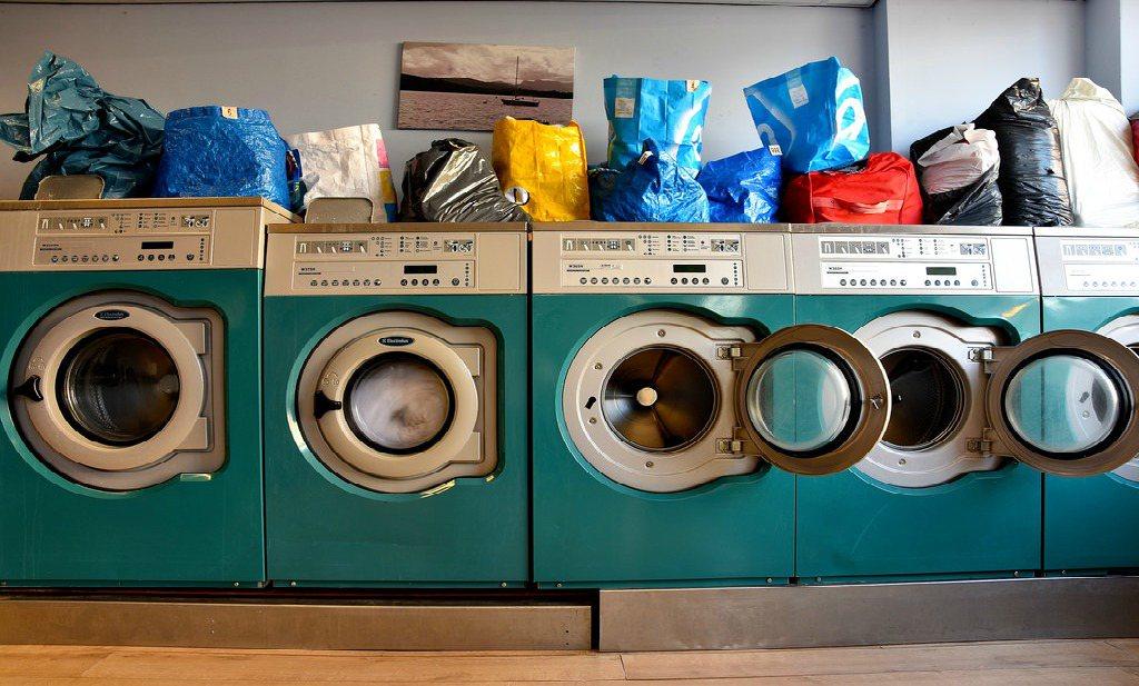 Microvezels uit wasmachines vervuilen oceanen