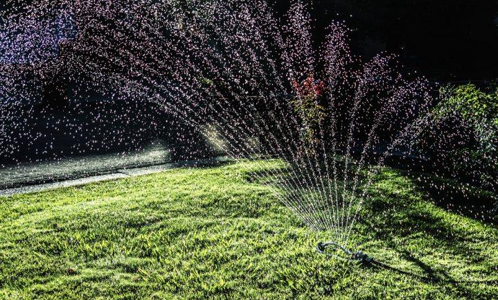Californiërs verplicht tot sparen water