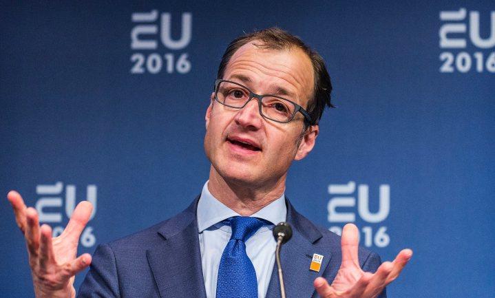 In het belang van Nederlands welvaart, laat Wiebes voorlopig de burger het klimaat betalen