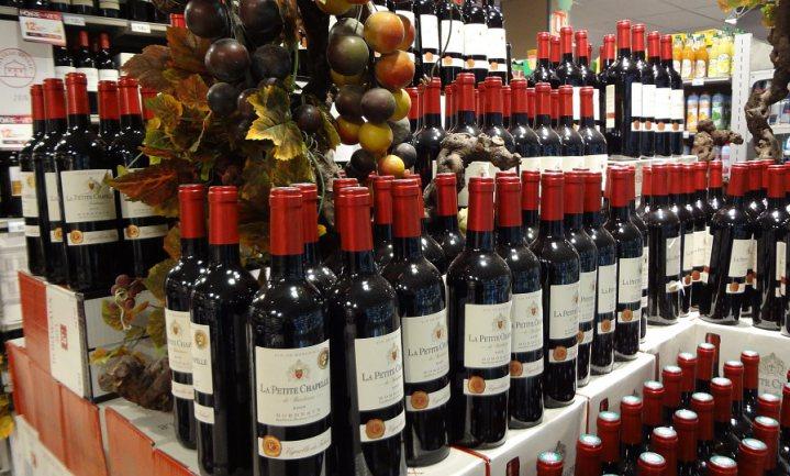Kopers dure Rhônewijn geflest