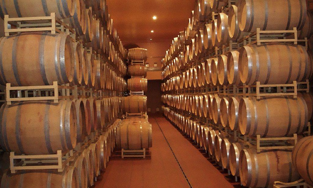 Parfumeur experimenteert met de overdracht van eik-aroma's in wijn