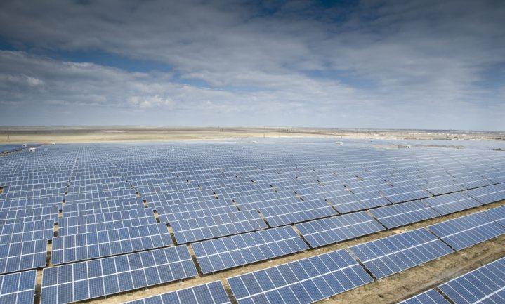 Trump raakt China en hernieuwbare energiesector met importheffing op zonnepanelen