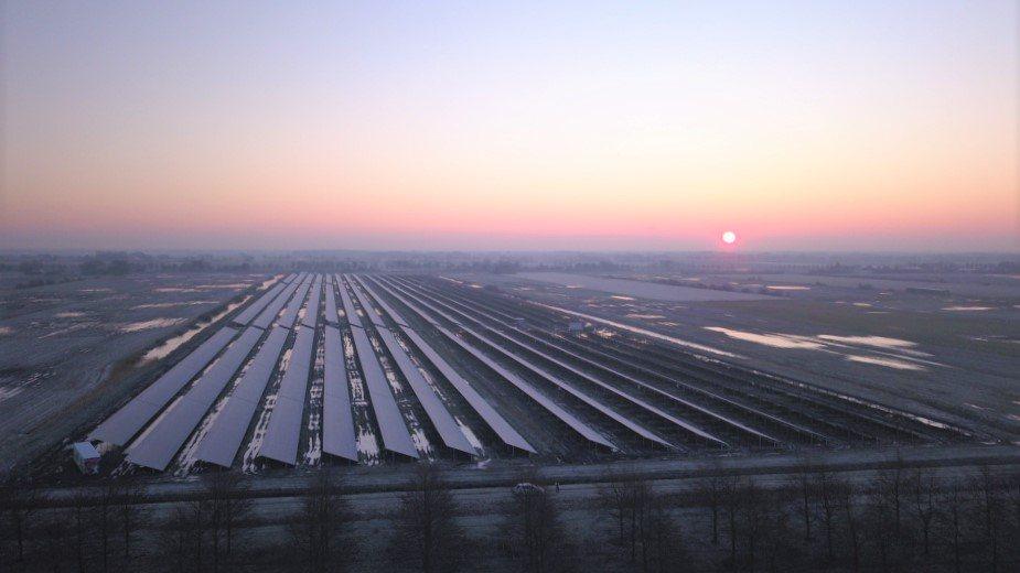 Agrarische grond wijkt voor bebouwing en zonneparken